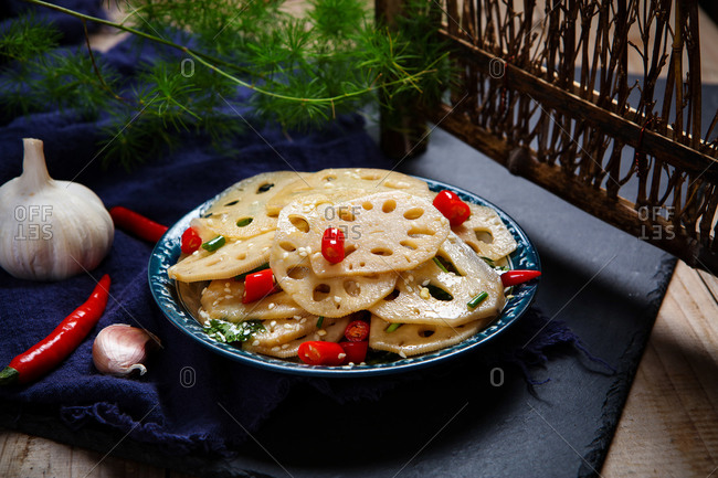 Cold lotus root set out to eat