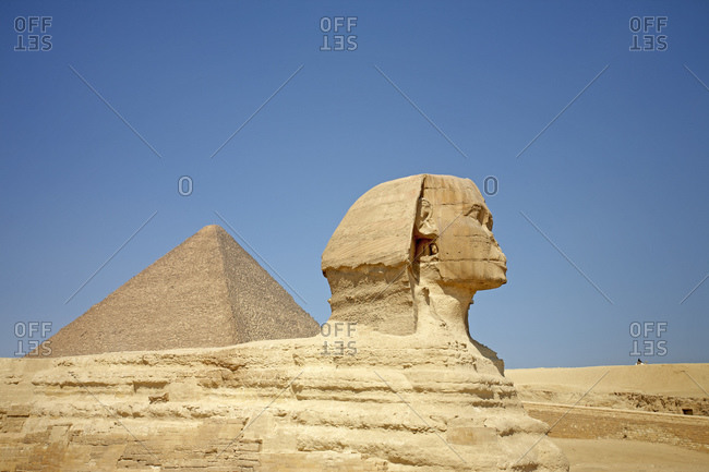 The pyramid of Khufu and the Great Sphinx of Giza, Egypt
