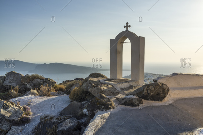 View of religious arch and cross at coast, Oia, Santorini, Greece