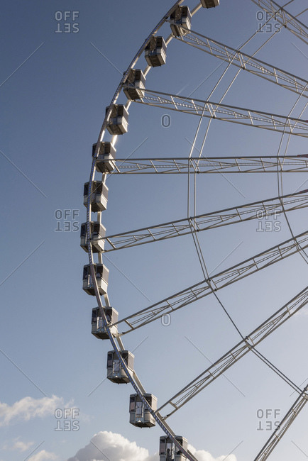 Side detail of ferris wheel against blue sky