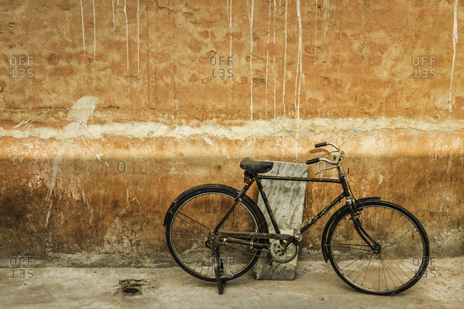 Bicycle leaning against wall, Jaipur, Rajasthan, India