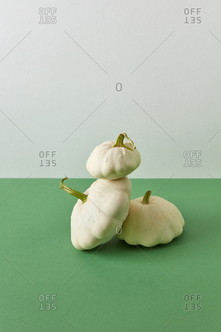 Balancing composition from white natural squashes.