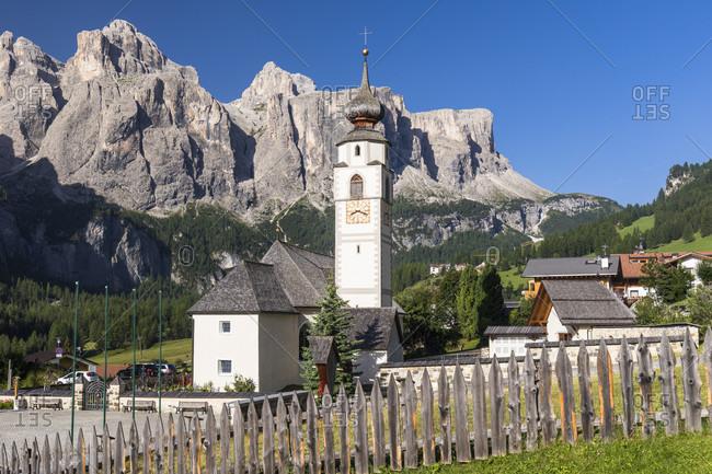 Parish church St. Virgil and Sella Mountain Group, Kolfuschg, Alta Badia, Bolzano district, South Tyrol, Alto Adige, Alps, Dolomites   Trentino-Alto Adige, Italy