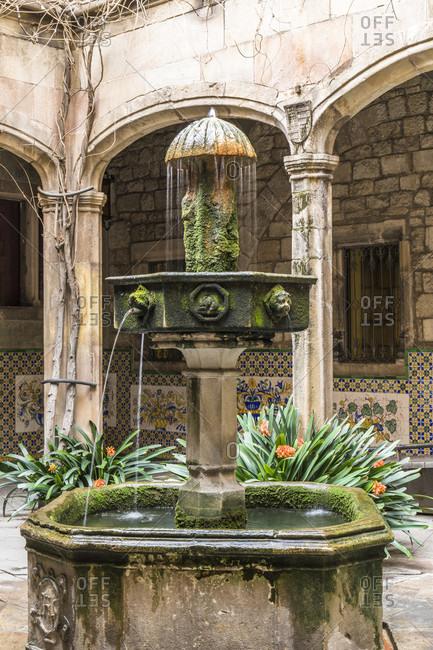 Fountain in the Patio at Casa de l'Ardiaca, Barri Gotic, Old Town, Barcelona, Catalonia, Spain