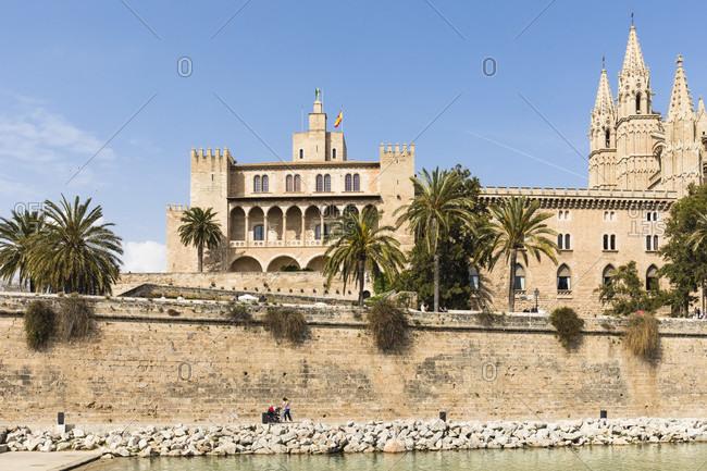 La Seu Cathedral and Park de la Mar, Old City, Palma de Mallorca, Mallorca, Balearic Islands, Spain