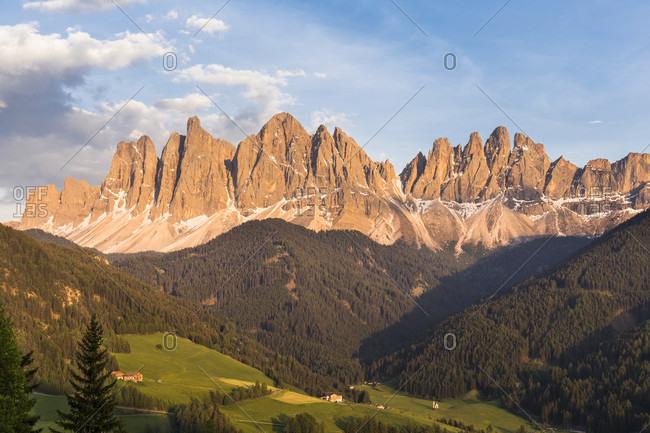 Oddle Mountain Range (Geislerspitzen) above Val di Funes, Puez-Geisler Nature Park, St. Magdalena, Val di Funes, Bolzano district, Alps, Dolomites, Trentino, South Tyrol, Alto Adige, Italy