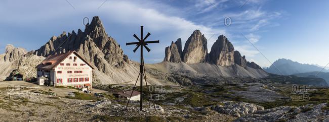 August 2, 2017: Rifugio Tre Cime di Lavaredo A. Locatelli (Dreizinnenhütte) in front of Paternkofel (2744m) and Tre Cime di LavaredoDrei Zinnen (2999m), Naturpark Sexter Dolomiten, Alps, Dolomites, Hochpustertal, Veneto, Province Belluno, Italy