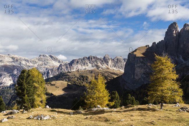 View towards the Gruppo delle Odle (Geislerspitzen) (3025m) and part of Mount Sella, Sella Pass, Dolomites, TrentinoAlto Adige, South Tyrol, Italy