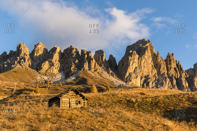Hut in front of the Pizes de Cir at sunrise in autumn, Gardena Pass, Groedner Joch, Dolomites, TrentinoAlto Adige, South Tyrol, Italy