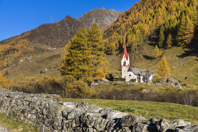 St. Spiritu Chapel, Church of the Holy Spirit from 15th Century, autumn, Kasern, Ahrntal Valley, Pusteria Valley, Dolomites, Bolzano district, TrentinoAlto Adige, South Tyrol, Italy