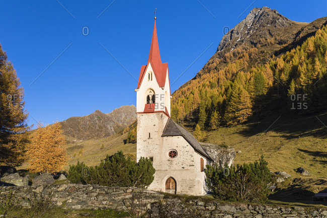 St. Spiritu Chapel, Church of the Holy Spirit from 15th Century in autumn, Kasern, Ahrntal Valley, Pusteria Valley, Dolomites, Bolzano district, TrentinoAlto Adige, South Tyrol, Italy
