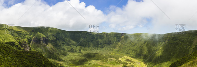 The caldeira, a volcanic complex of 2000 m diameter in the center of Faial