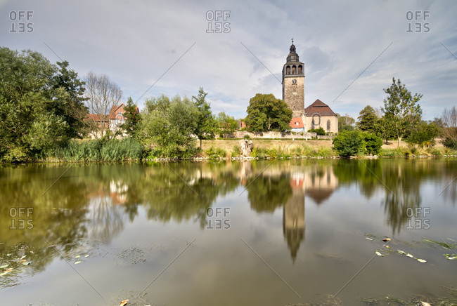 Church, St.Crucis, city wall, river, Werra, mirroring, Allendorf district, Bad Sooden-Allendorf, Hesse, Germany, Europe