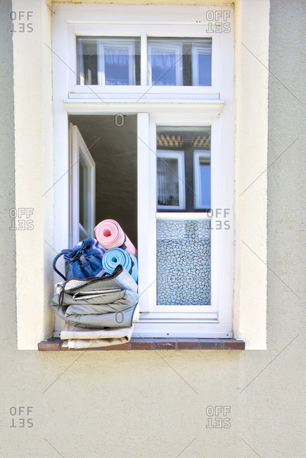 Windows, mattresses, travel preparation, old town, Hann. Menden, Lower Saxony, Germany, Europe