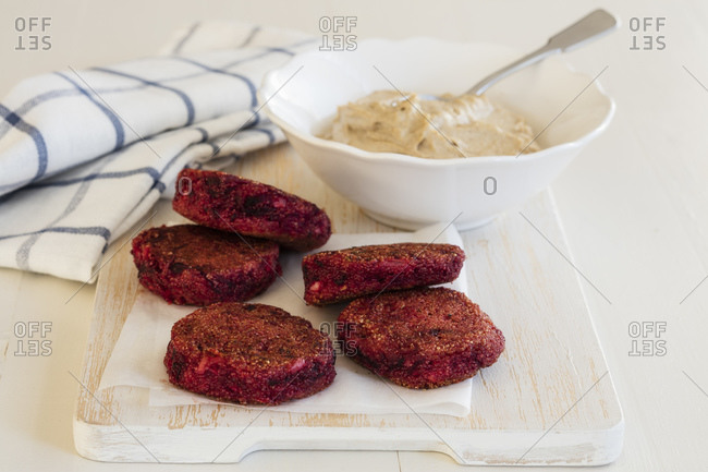 Amaranth-beetroot thalers with sesame dipping sauce
