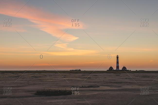 Germany- Schleswig-Holstein- Westerhever- Sandy beach at dawn with Westerheversand Lighthouse in background