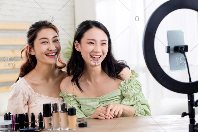 Girlfriends livestream makeup tutorial together