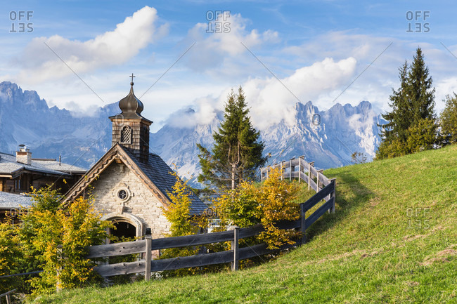 Brenneralm and little chapel in front of the mountain range 'wilder kaiser'