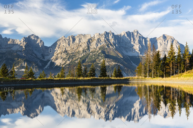 Mountain range 'wilder kaiser' is reflecting in lake astbergsee, autumn
