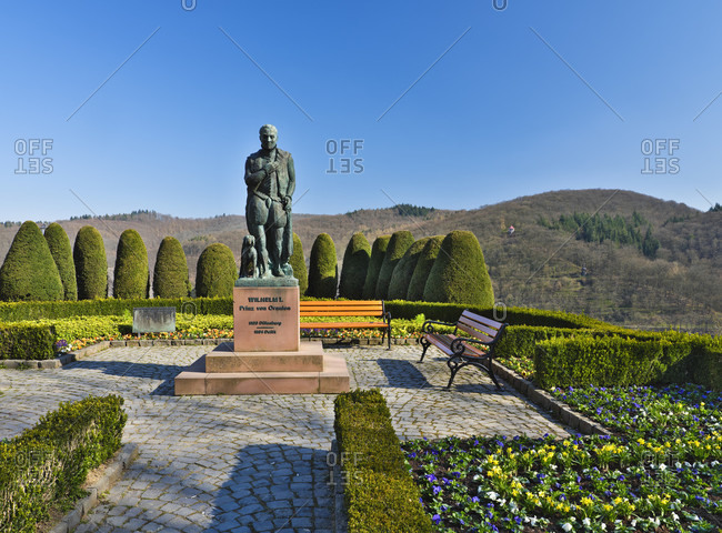 "March 25, 2020: Europe, germany, hesse, nassau-dillenburg, orange city dillenburg, german half-timbered street, statue ""wilhelm i. prince of orange"" on the schloßberg"