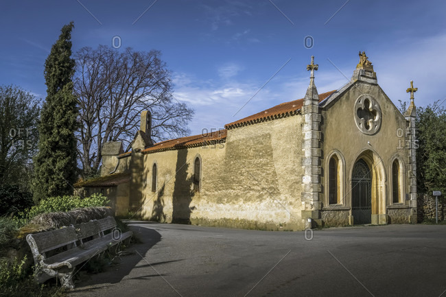 The chapelle du bout du pont in rieux minervois was built in the 16th century.