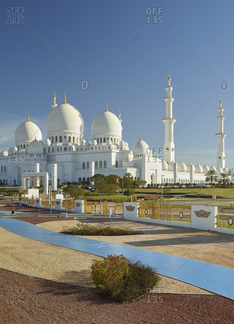 January 19, 2020: Sheikh zayed grand mosque, abu dhabi, united arab emirates