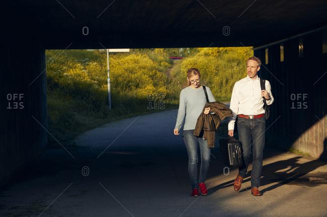Couple walking through tunnel - Offset