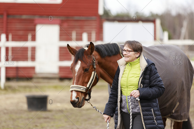 Smiling woman with horse - Offset