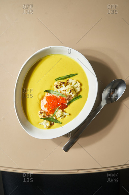 Yellow soup with cauliflower and roe