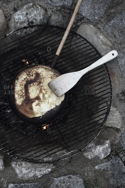 Making pancakes on open fire