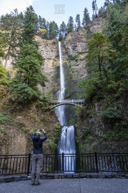Multnomah Falls, the tallest waterfall in the state of Oregon at 620 ft. in height, Columbia River Gorge, Oregon, United States of America, North America