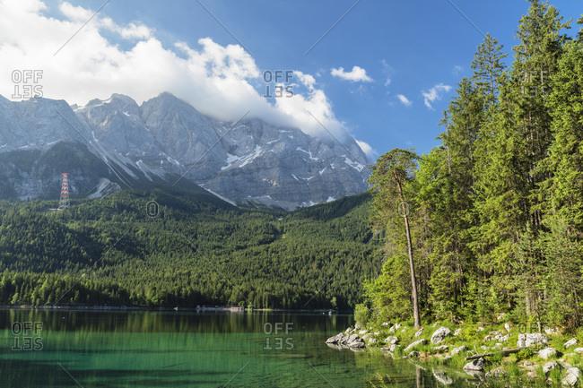 Lake Eibsee against Mount Zugspitze, 2962m, and Wetterstein Mountain Range, Grainau, Werdenfelser Land, Upper Bavaria, Germany, Europe