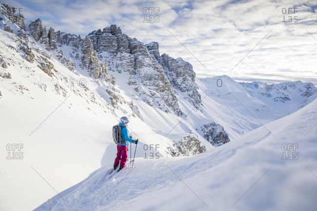 Austria- Tyrol- Kalkkoegel- Axamer Lizum- freeride skier looking into the valley