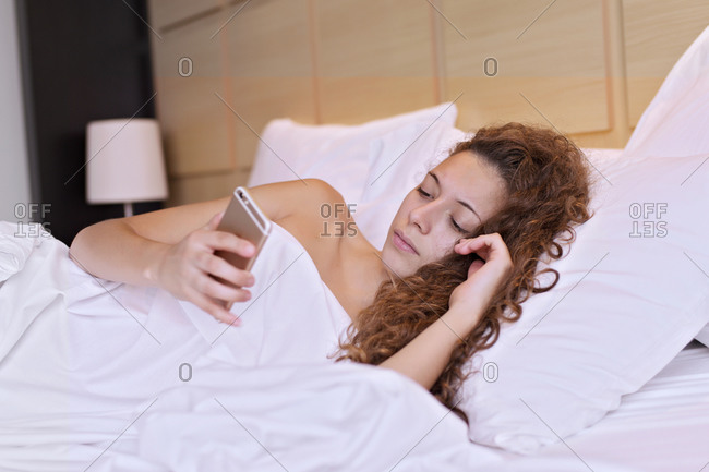 Young girl without clothes between the sheets of her bed