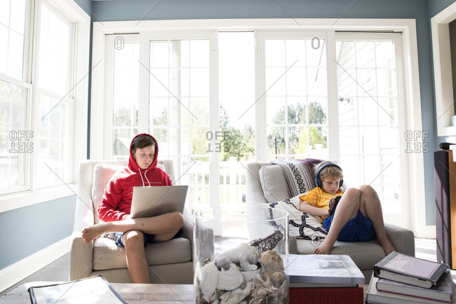Grade School and Tween Brothers Do Virtual Learning Together