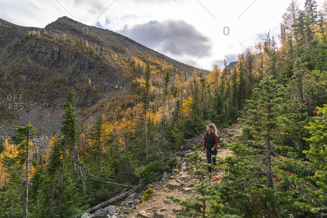 Hiking Down Paradise Valley in Autumn