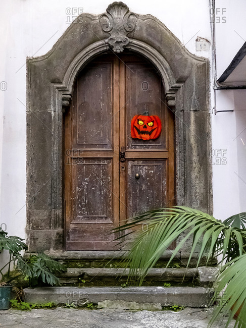 Scary Halloween pumpkin on the door.