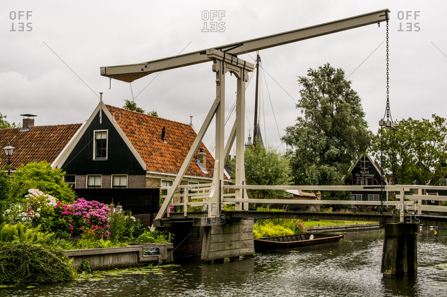 Kwakel lift (balance) bridge in Edam, North Holland, Netherlands, Europe