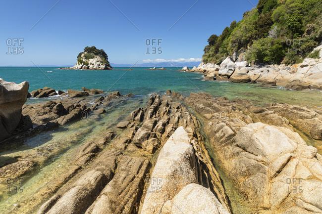 Rocky coast at Little Kaiteriteri Beach, Kaiteriteri, Tasman Bay, Tasman, South Island, New Zealand, Pacific