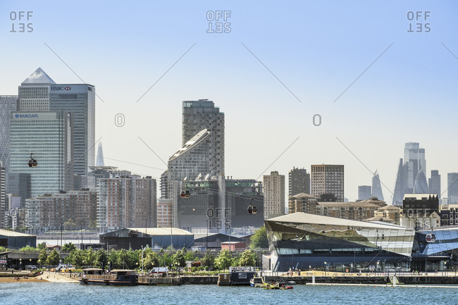 An Emirates cable car and the skyline of London's financial centers with Canary Wharf and Docklands behind the City of London, London, England, United Kingdom, Europe