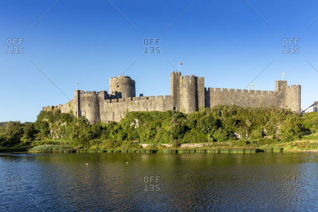 Medieval walls of Pembroke Castle (Castell Penfro), birthplace of King Henry VII of England, Pembroke, Pembrokeshire, Wales, United Kingdom, Europe