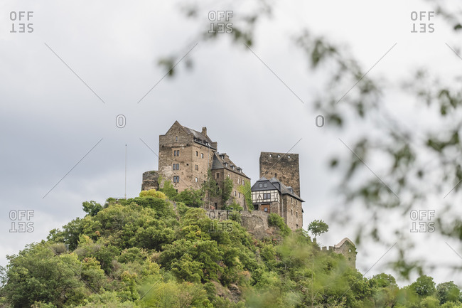 Germany- North Rhine-Westphalia- Oberwesel- Schonburg castle standing on top of hill in Rhine Gorge