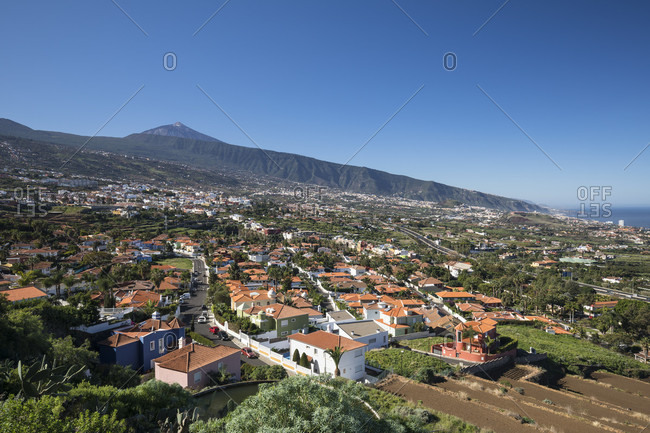 View over la orotava and Puerto de la Cruz in the orotava valley towards picot del teide (3715 m), tenerife, canary islands, Spain