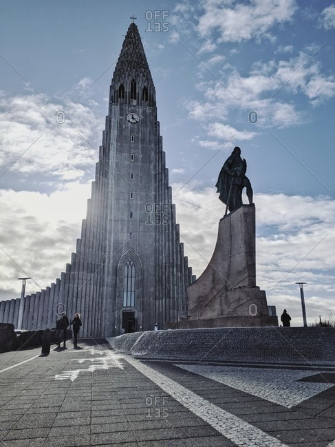 "March 17, 2020: parish church ""hallgrímskirkja"" with the statue of the icelandic explorer Leif eriksson in iceland's capital reykjavik"