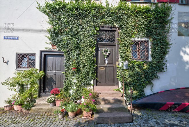 House facade, window, floral decoration, fischerplätzle, old town, ulm, Baden-Wurttemberg, Germany