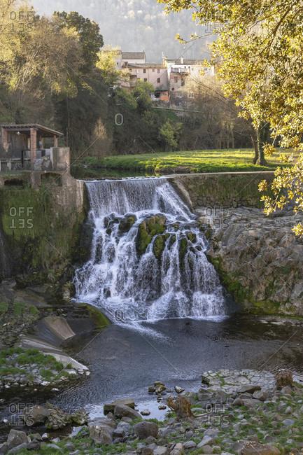Europe, Spain, catalonia, gerona province, la garrotxa, sant joan les fonts, view of the salt del molí fondo waterfall in sant joan les fonts