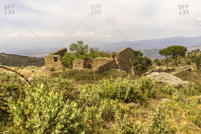 Europe, spain, catalonia, girona, alt emporda, port de la selva, ruin on the serra de rodes plateau