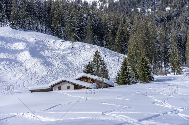 Europe, austria, vorarlberg, montafon, rätikon, gauertal, house in snowy winter landscape in the gauertal