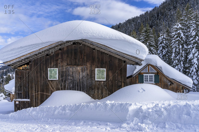 Europe, austria, vorarlberg, montafon, rätikon, gauertal, rustic wooden house in snow-covered winter landscape in the gauertal