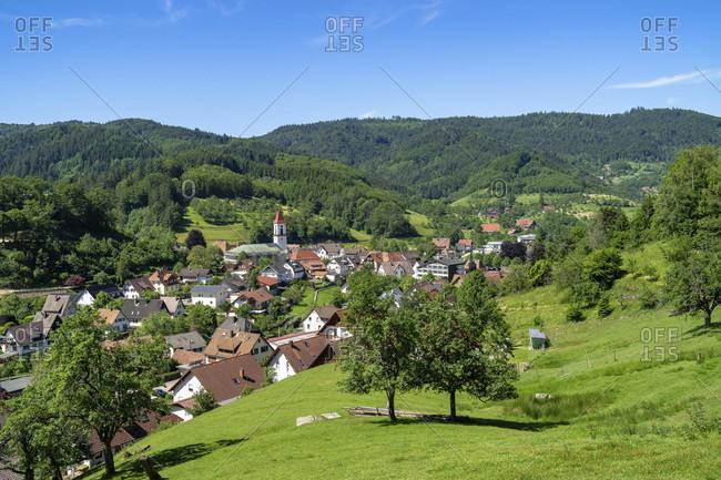 Europe, germany, baden-wuerttemberg, black forest, ottenhofen, view from muhlenweg to the town of ottenhofen